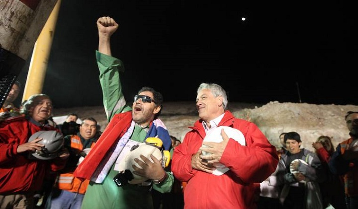 Luis Urzúa, the leader of the trapped miners, celebrating with Chilean President Sebastián Piñera. Source: Gobierno de Chile/Flickr