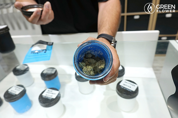 Ask other consumers about their cannabis experiences.